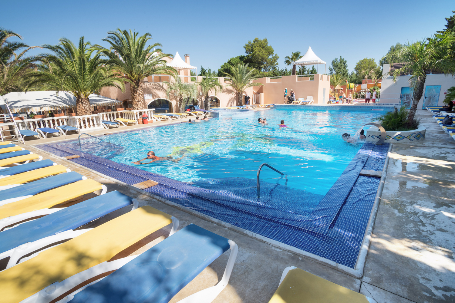 Camping piscine pyr n es orientales camping languedoc for Club piscine shawi sud