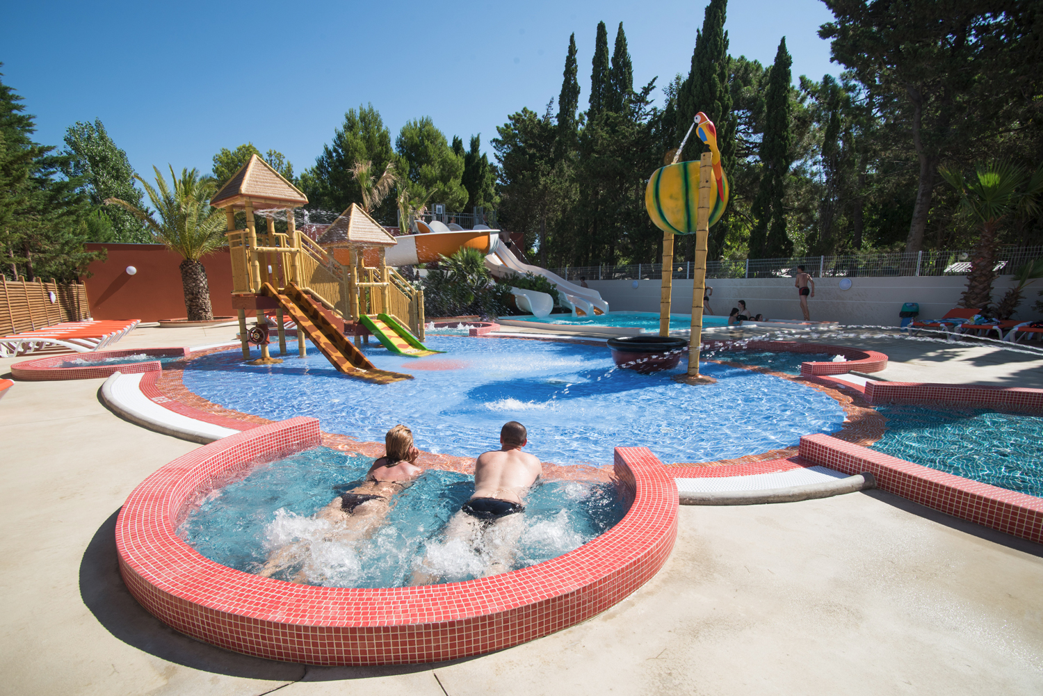 Camping piscine pyr n es orientales camping languedoc for Camping en languedoc roussillon avec piscine
